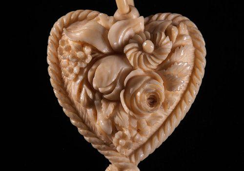 Pendant, ivory, heart-shaped ARMCM.174.1975